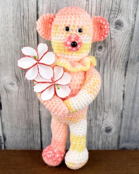 Unikat Häkelbär mit Blumen