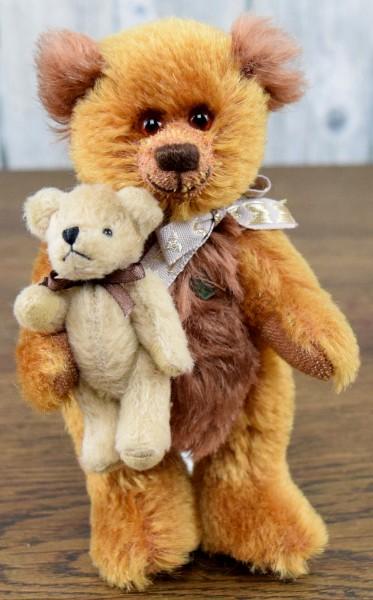 Unikat Teddy mit Plüschbär
