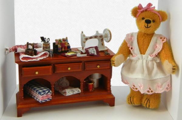 Näherin - Teddy im Bilderrahmen